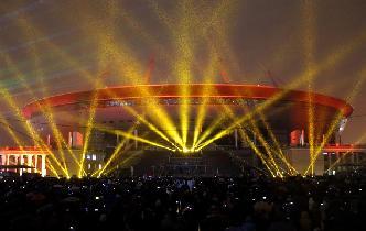 聖彼得堡體育場上演燈光秀