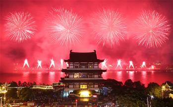 長沙橘子洲舉行焰火晚會 慶祝建軍90周年