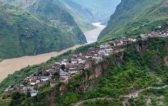 巨石上的村莊