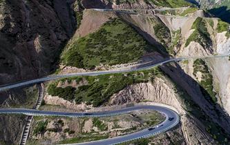 新疆:遠方的路