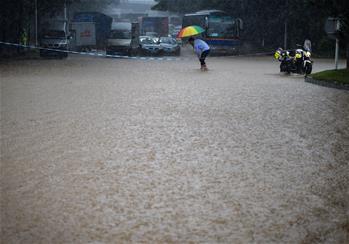 深圳遭遇暴雨天氣