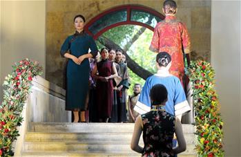 博物館裏秀旗袍