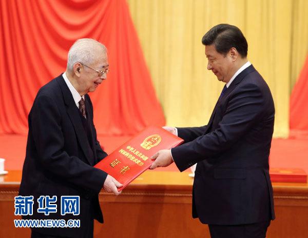 张存浩,我国著名物理化学家、化学激光的奠基人和中国分子反应动力学的奠基人之一。