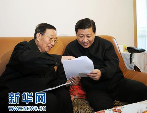 """李振声,中国小麦远缘杂交之父。习近平称赞他为解决中国人民的吃粮问题作出了重要贡献。而今中国人已不再为""""吃粮""""发愁。端碗吃饭的时候,请别忘了李振声、袁隆平这些科学家。"""