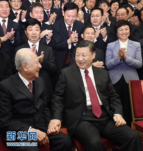 """""""深潜""""三十年,为国铸重剑。黄旭华,中国第一代核潜艇总设计师。如今,第一艘核潜艇已经退役,但年逾九旬的他仍在""""服役""""。侠之大者,即如是!"""