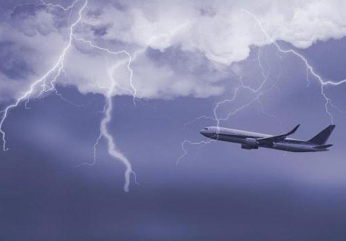 如何避免飞机被雷击?给外壳加电