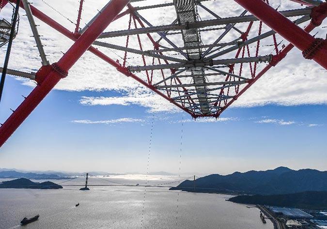 浙江舟山金塘岛380米输电铁塔完成立塔施工