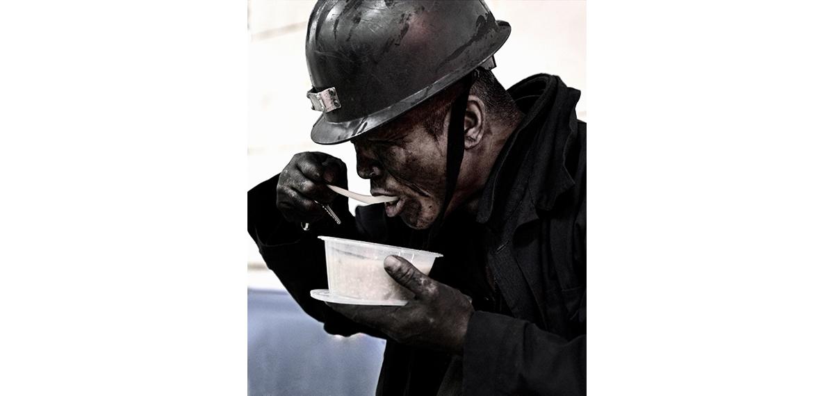二等奖:《矿工》——段磊(扎煤公司)