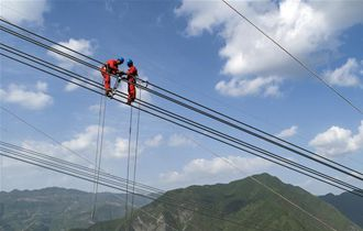 四川甘孜:将电力动脉延伸至州内每个角落