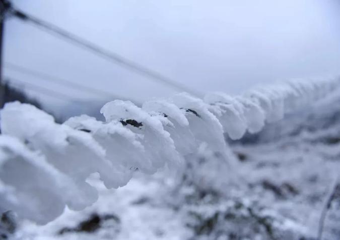 冷空气来袭 南方电网首次启动融冰保供电安全