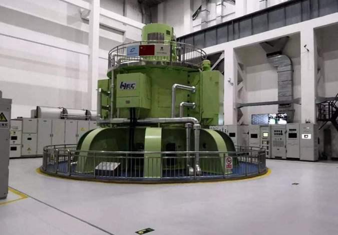 我国首台大型立式脉冲发电机组研制成功