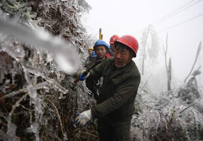 湖南新化:为了14万家的灯火 他们挺进冰山