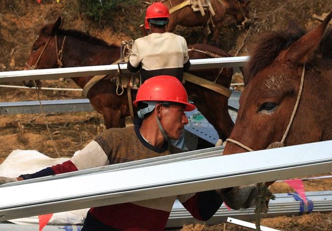 贵州毕节:马队送电助脱贫