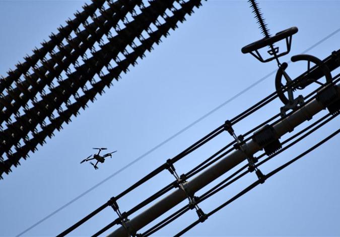 天津:无人机巡检 保输电安全