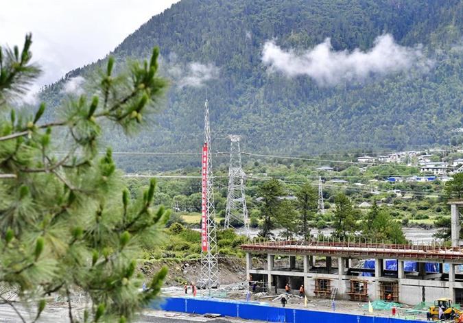 拉林铁路沿线牵引变电所开始设备安装