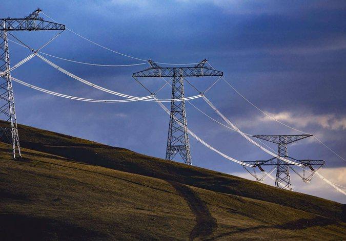 """""""电力天路""""双向累计输送电量突破90亿千瓦时"""