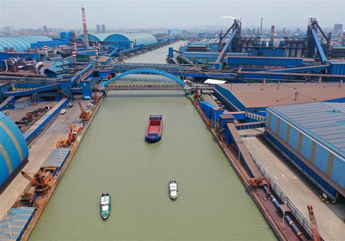 長江流域首艘千噸級純電動貨船在江蘇常州試航