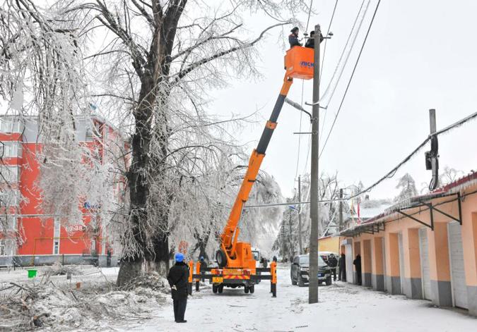 吉林延边:全力抢修供电线路