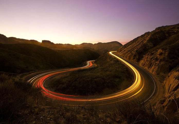 未来电动汽车边跑边充电
