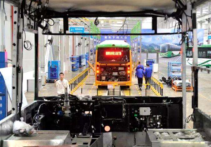 银川比亚迪新能源汽车基地首车下线