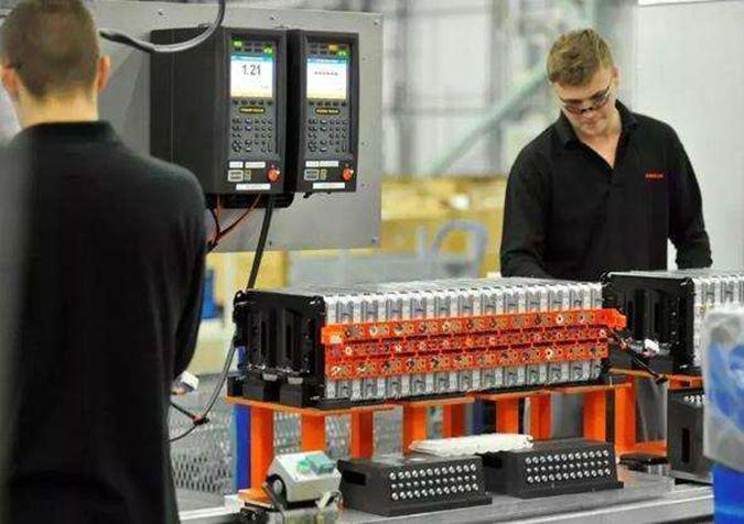 德国电动车新平台主席称德应自产电池