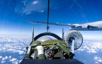 主視角近觀戰機空中加油全過程