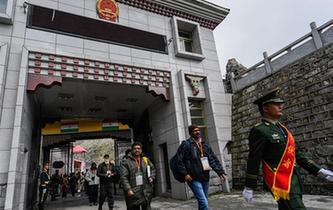 中國乃堆拉山口迎來今年首批印度官方香客
