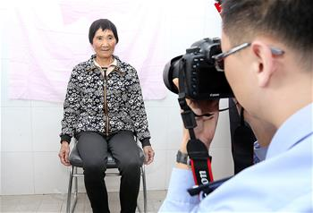 上海:戶籍接待窗口進社區