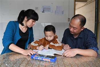 教師夫婦帶著兒子跨省支教