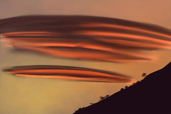 神秘的 天外来客 荚状云