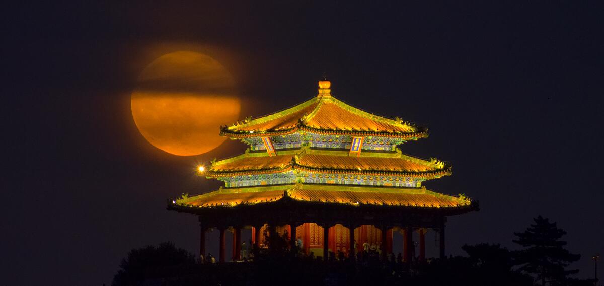 月上万春亭(郑志 摄)