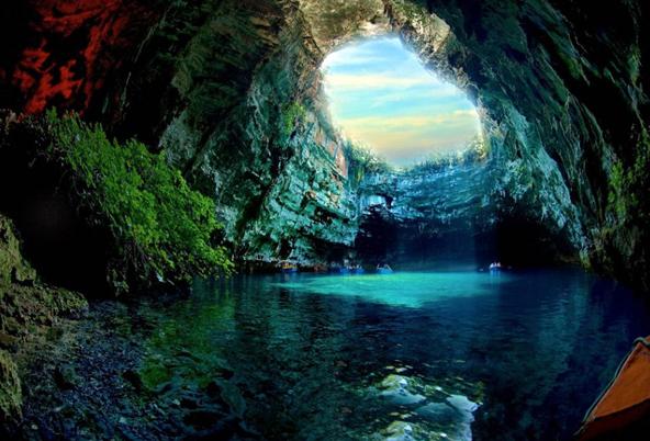 """""""吃人""""的洞穴探险"""