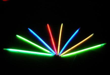 荧光棒发光的原理