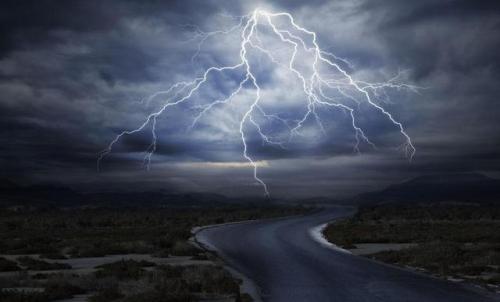 暴雨天气,记得躲开这些危险场所