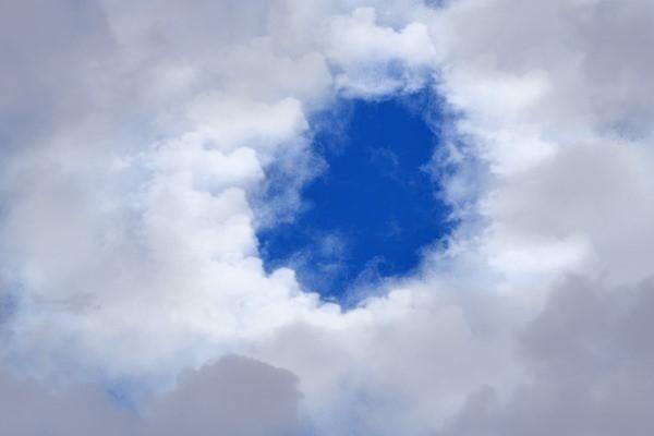 天空奇观:雨幡洞云