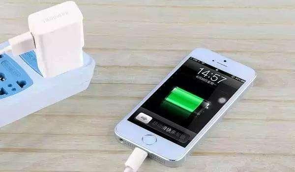 手机充电时接电话会触电吗?