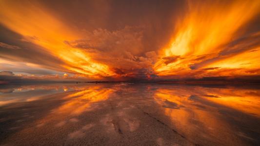 火烧云能预测天气吗?