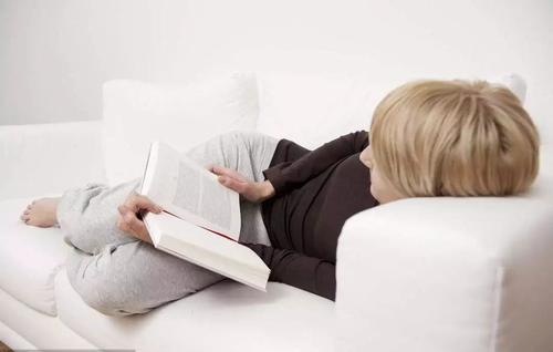 """躺着看书那么舒服,为啥却更招""""疲倦感""""?"""