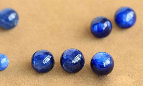 蓝晶石是水晶吗?