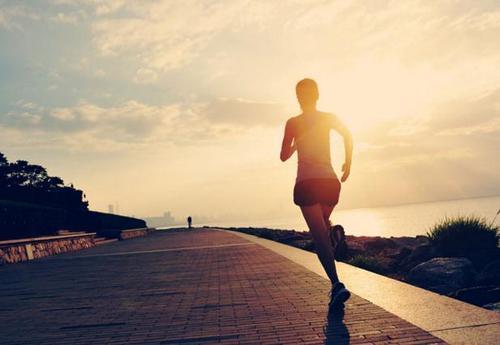 为什么健康的人在运动时不会出现低血糖症状?
