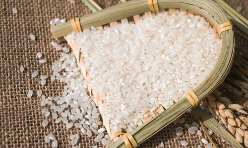"""不要再信謠言了!""""塑料大米""""的真相在這裏……"""