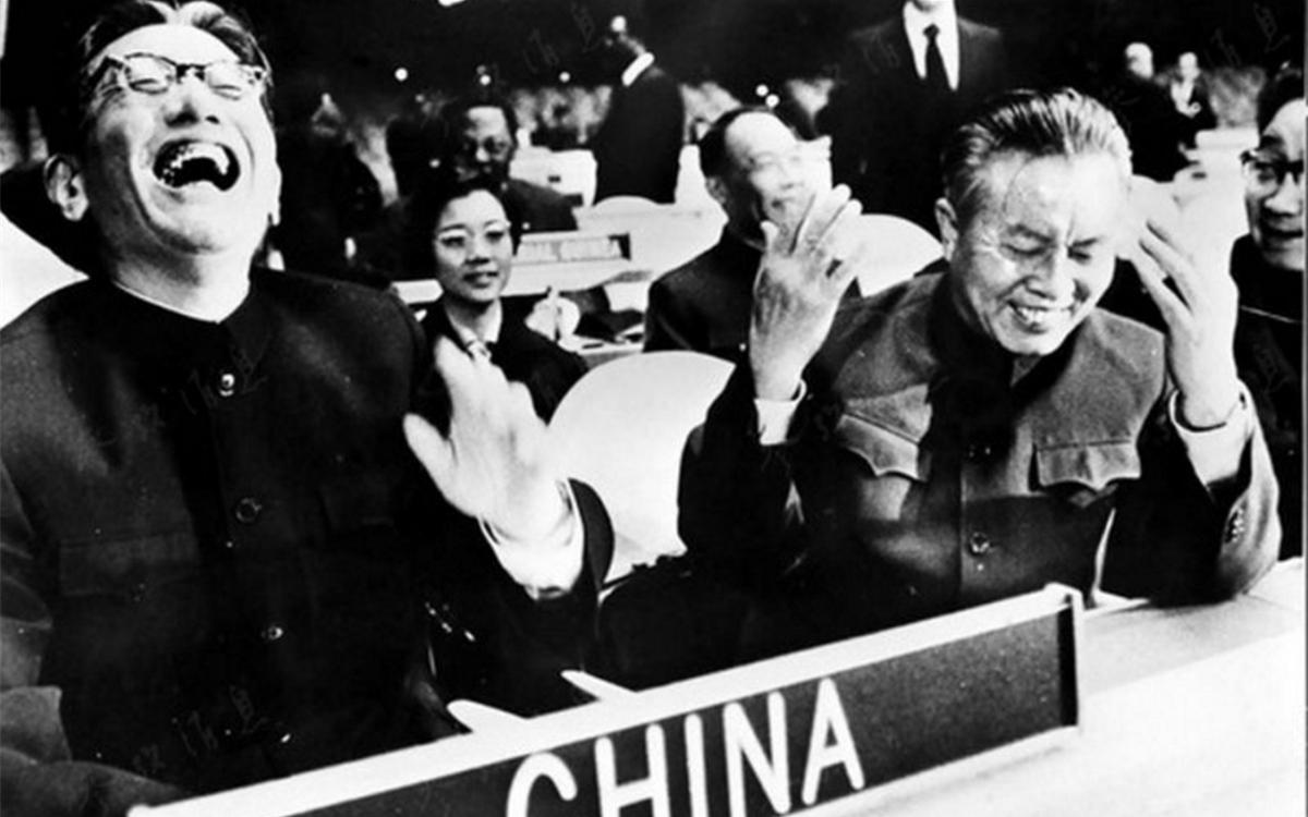 1971年10月25日,联大通过决议,恢复了中华人民共和国在联合国的合法席位