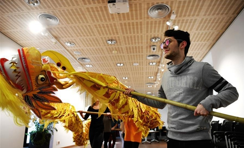 Over 200 primary, middle schools in Spain set up Chinese lessons