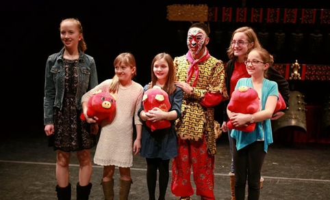 Feature: Chinese chime bells, Peking opera delight small U.S. city of Muscatine
