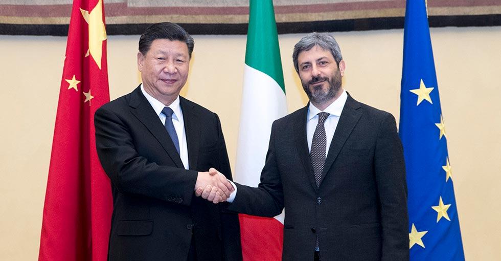 الرئيس الصيني شي جين بينغ يجتمع مع رئيس مجلس النواب الإيطالي
