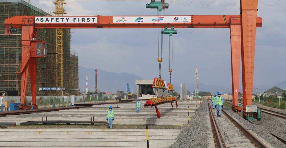 1st batch of Chinese-made HSR rails arrives at project site in Indonesia