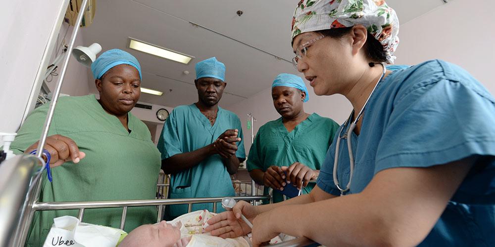 5 врачей из Малави проходят стажировку в 1-й больнице при Сианьском транспортном университете