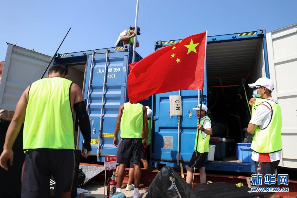 中国帆船帆板队在比赛地熟悉环境-新华网