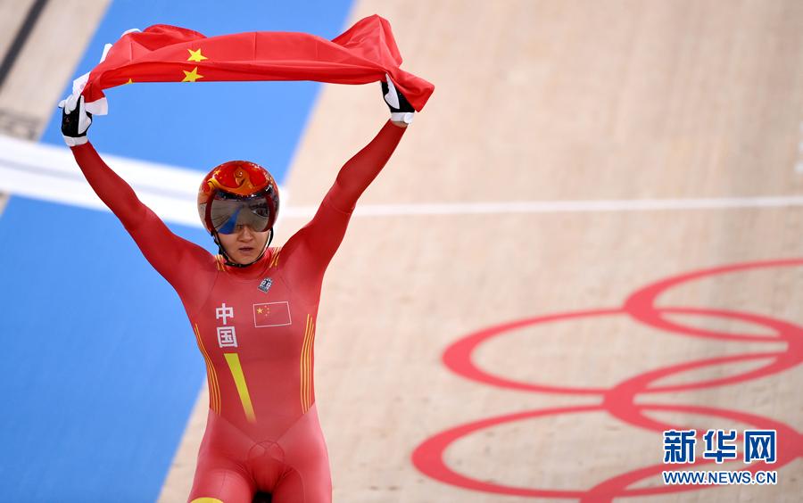 中国队夺得东京奥运会场地自行车女子团体竞速赛金牌