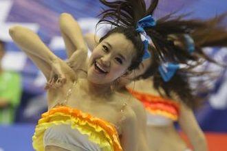 啦啦队美女劲爆热舞 超短裙尽显热辣身材组图 330